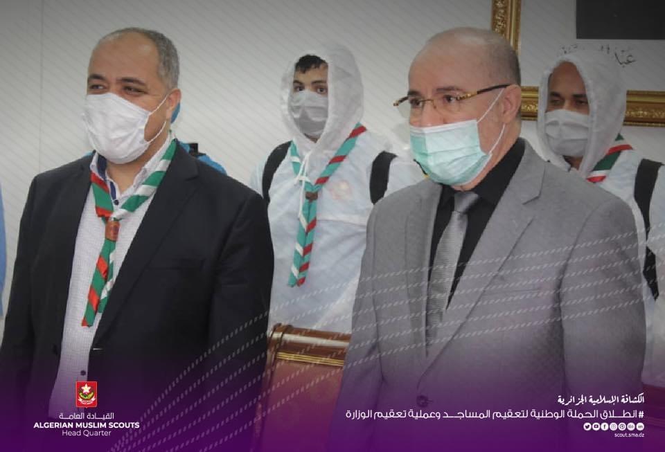 تشغيل ممر التعقيم بمدخل الوزارة من طرف السيد وزير الشؤون الدينية و القائد العام عبد الرحمان حمزاوي