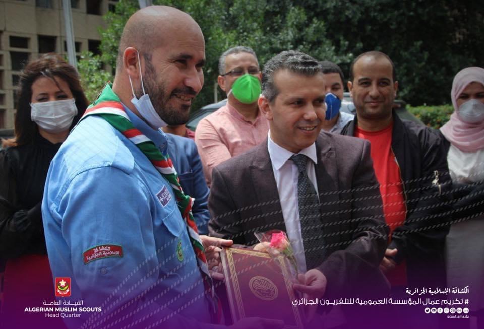 تكريم الطاقم الإعلامي وعمال التلفزيون الجزائري