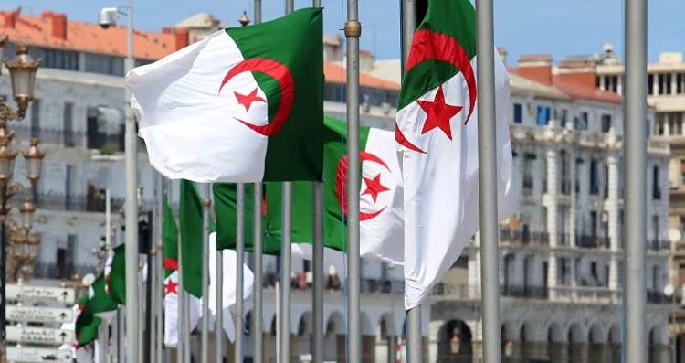 """أنشــودة """" جزائر يابلــدي """" من آداء فتيـــات الكشافة الإسلامية الجزائريــة"""